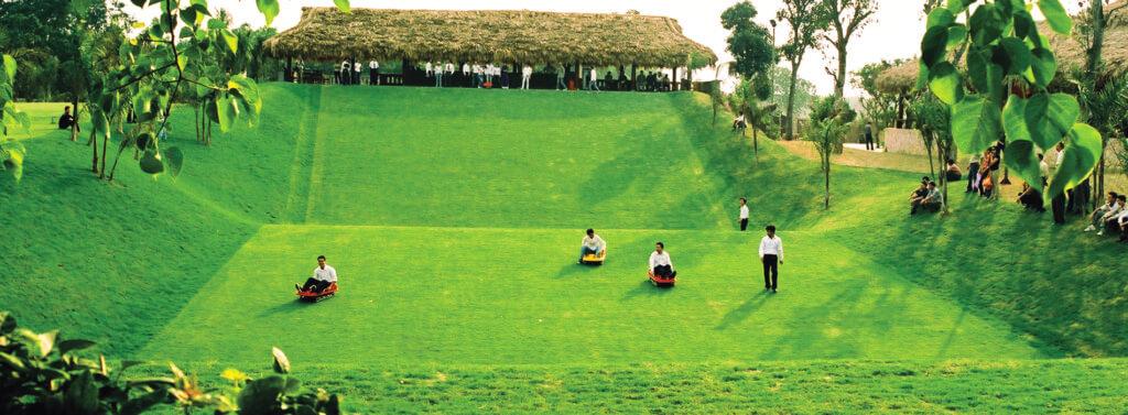 Bãi trượt cỏ tại Panorama Hill Hòa Bình